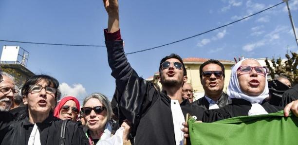 Algérie: une quarantaine de maires se joignent au boycott de la présidentielle