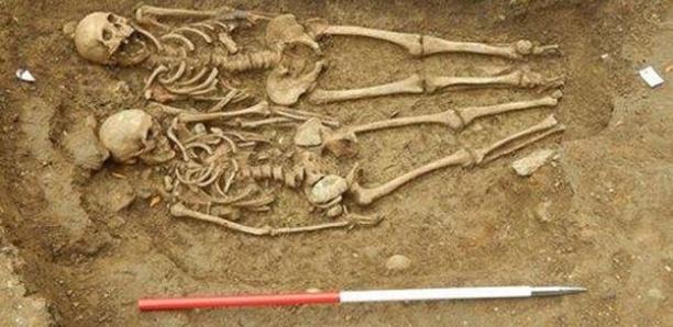 """Deux femmes retrouvées mortes """"enlacées"""", après huit mois"""