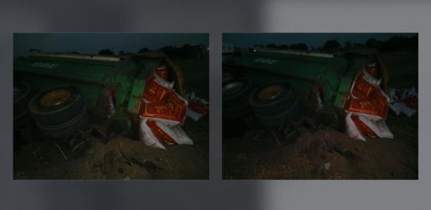 [Photos] Aide alimentaire : Un camion se renverse avec une cargaison de 400 sacs de riz