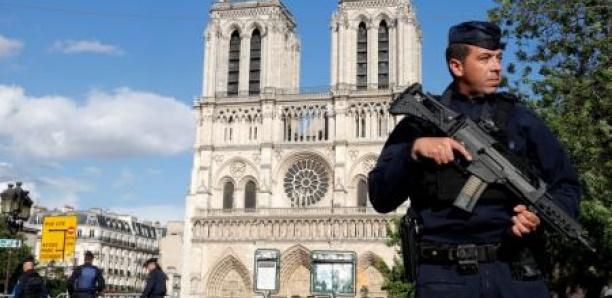 """Attentat manqué à Notre-Dame de Paris: la principale accusée avait """"l'envie de mourir"""""""