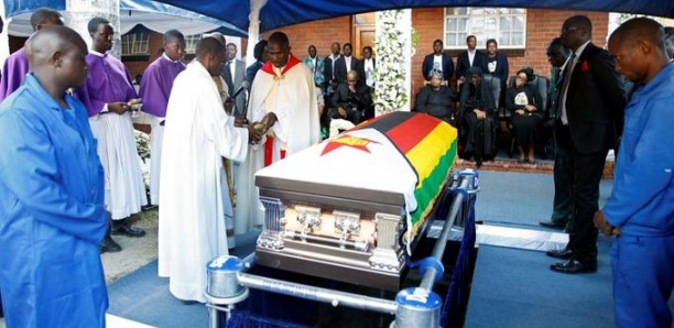 Zimbabwe : Robert Mugabe inhumé dans son village natal