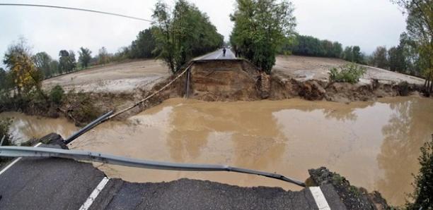 Un mort et un pont effondré lors de violents orages dans le nord de l'Italie