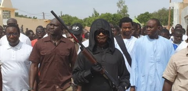 Gamou-2019 à Darou Mouhty : Fusil à la main le général de Bamba fait le tour de la mosquée