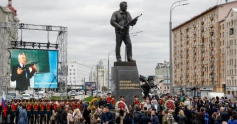 [ Video] Une statue de l'inventeur de la kalachnikov inaugurée à Moscou