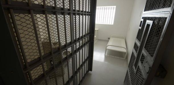 États-Unis: Après avoir accouché seule en prison, elle poursuit les autorités