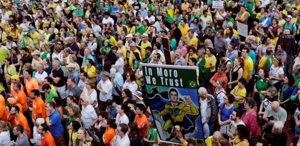 Brésil: Des milliers de personnes dans la rue à Sao Paulo pour protester contre la libération de Lula
