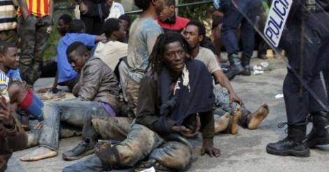 Espagne: Des centaines de migrants ont forcé la frontière