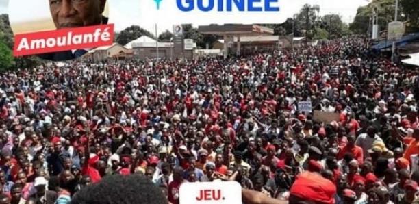 IMAGES : Une marée humaine manifeste contre la réforme constitutionnelle en Guinée