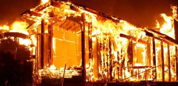 La Californie en feu fait évacuer 180 000 personnes et proclame l'état d'urgence