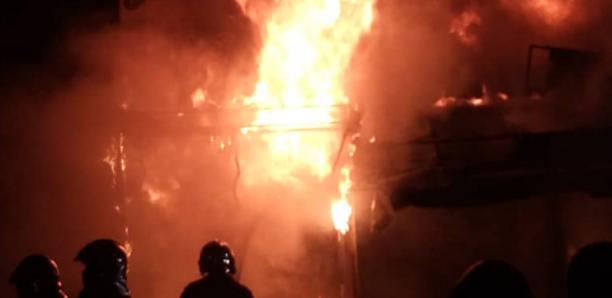 Incendie à Sandaga : Le feu finalement maîtrisé, une dizaine de cantines ravagée