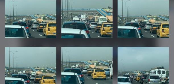 [Photos] Grosse embouteillage à la sortie de l'autoroute à péage en direction Dakar