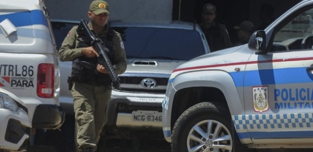 Brésil: Un homme armé retient en otage les passagers d'un bus à Rio de Janeiro