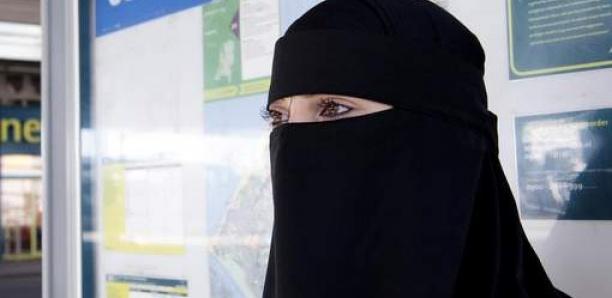La burqa est maintenant interdite dans les espaces publics aux Pays-Bas