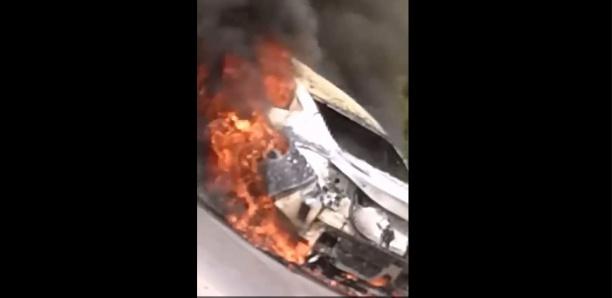 Un véhicule en flammes aux Almadies