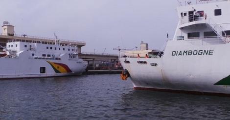 Les bateaux Aguène et Diambogne en panne