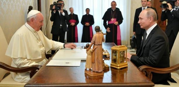 Vladimir Poutine reçu par le pape François: une entretien «très substantiel»