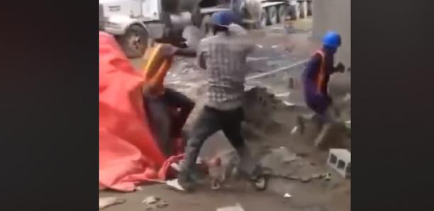 Bagarre dans un chantier, ces deux maçons armés de pelles choquent les internautes …