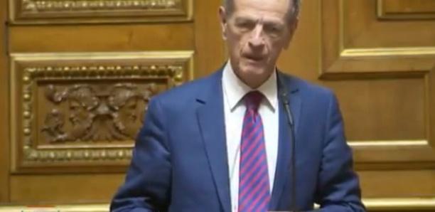 """Le dérapage d'un sénateur français qui compare les mères voilées à des """"sorcières de Halloween"""""""