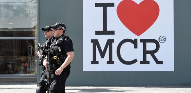 Quatre personnes poignardées dans un centre commercial à Manchester