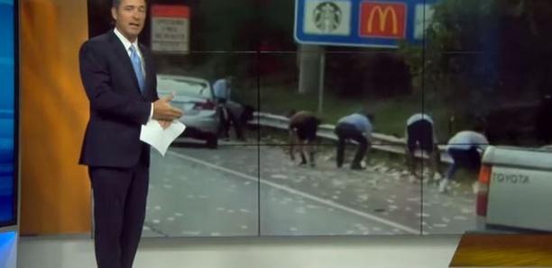 États-Unis : Un fourgon blindé déverse des milliers de dollars sur une autoroute