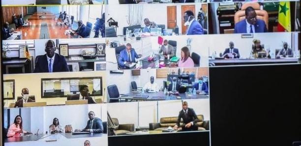 [Image du jour] Macky préside Le Conseil des ministres en visioconférence