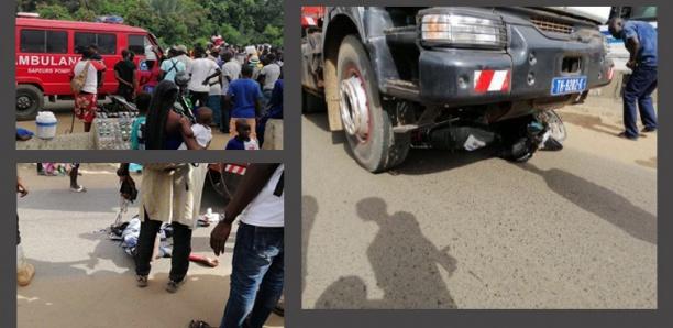 [Photos] Rond-point Cambérène : Un camion percute 2 hommes en moto faisant 1 mort