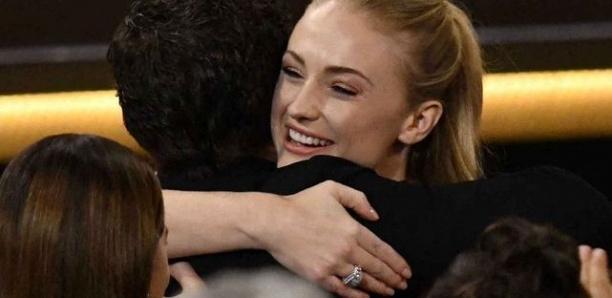 Game of Thrones : ce câlin de Sophie Turner et Kit Harington qui relance le scandale !