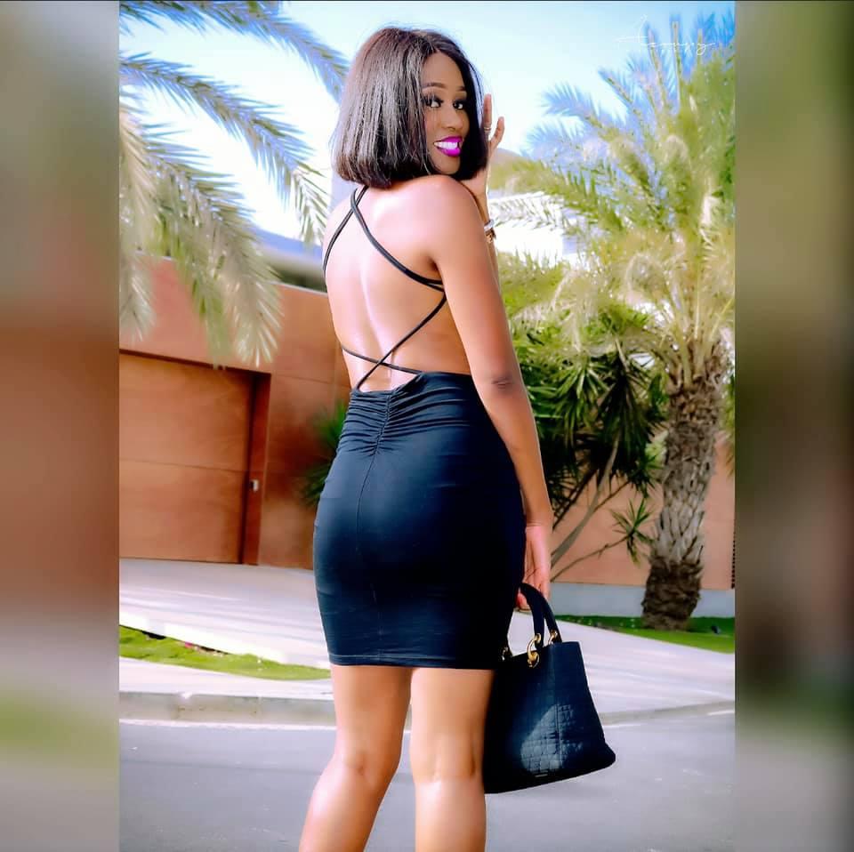 Robe noire provocatrice, Queen Biz confirme son statut de femme sexy